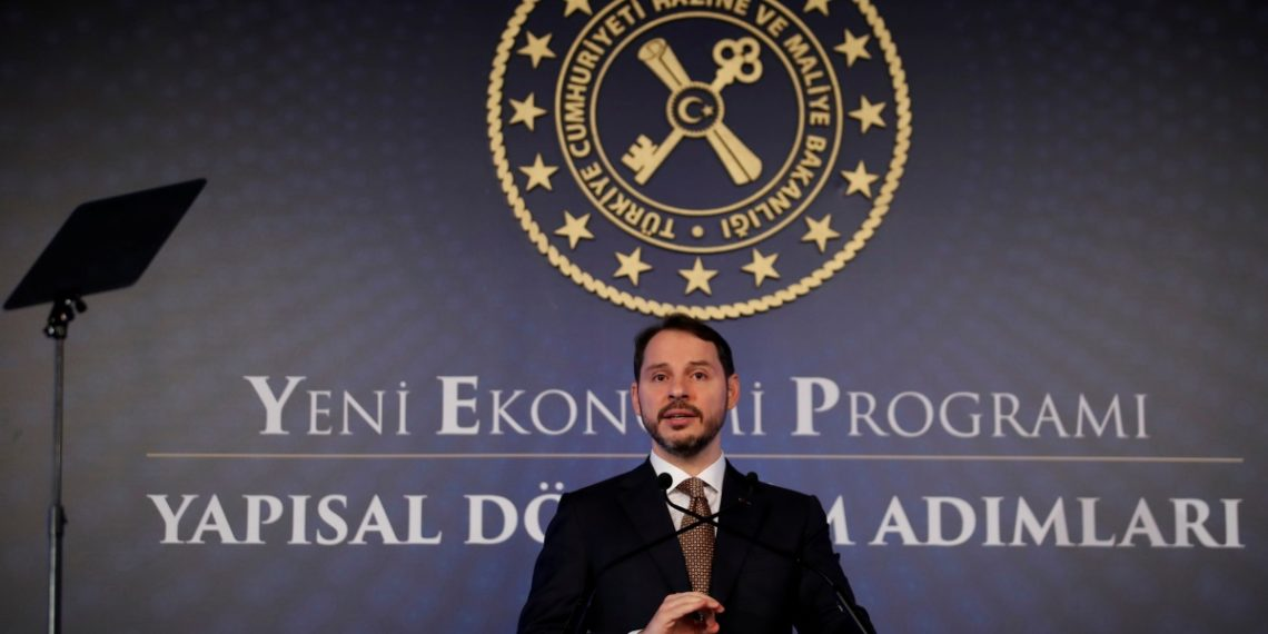 Ερντογάν: «Κάνει τον γαμπρό του υπουργό Εξωτερικών»