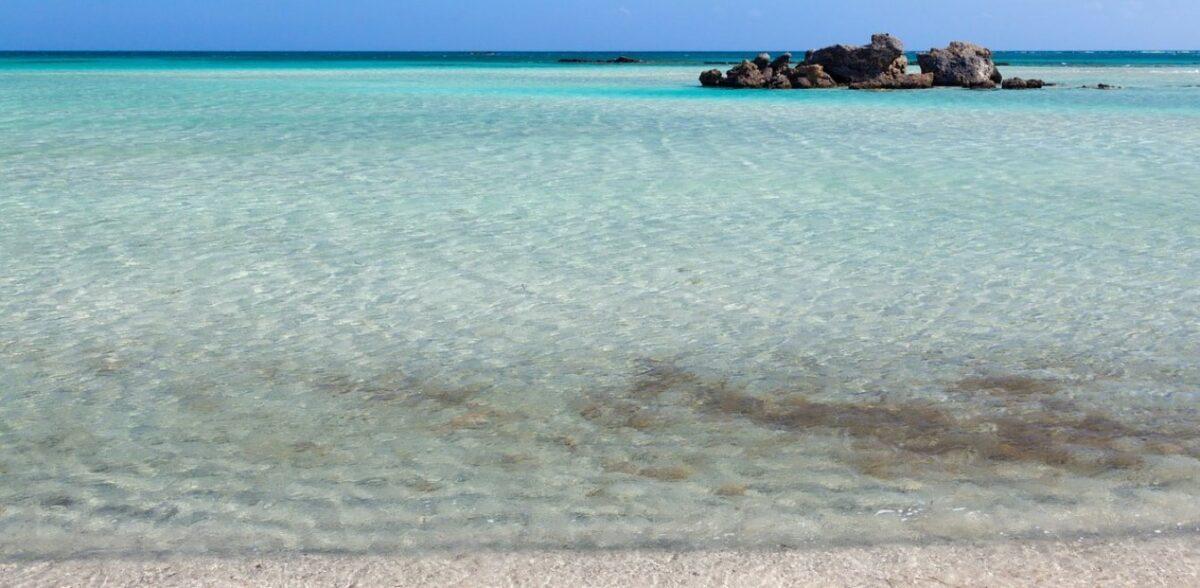 Covid free βουτιές στις 7+1 κορυφαίες ελληνικές παραλίες – Δείτε πώς είναι σήμερα
