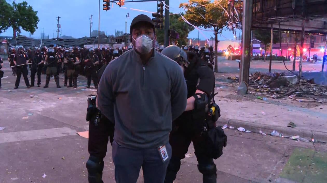 Στις φλόγες η Μινεάπολη: Σύλληψη σε live μετάδοση του συνεργείου του CNNi