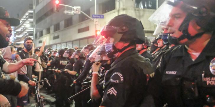 Πανικός στις ΗΠΑ: Τρίτος νεκρός στις διαδηλώσεις για τον θάνατο του George Floyd