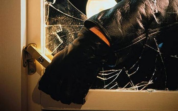 """""""Μπούκαρε"""", έγδυσε το σπίτι, αλλά τον μάγκωσαν – Είχε """"σηκώσει"""" μέχρι και τις ηλεκτρικές συσκευές"""