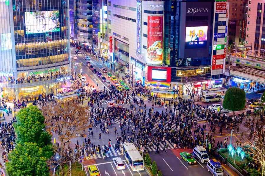 Πως είναι η πιο πολυσύχναστη διάβαση του Τόκιο μετά την άρση των μέτρων