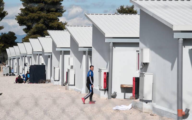 Λέσβος: Τέσσερα κρούσματα κορονοϊού σε δομή προσφύγων