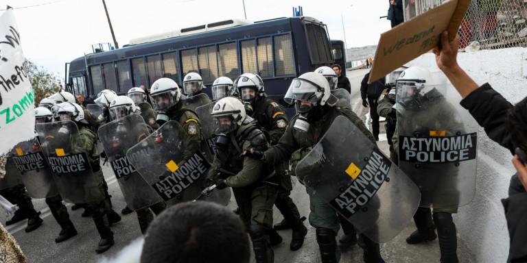 Επεισόδια στην Μαλακάσα – Χημικά σε κατοίκους που διαμαρτύρονται για τους μετανάστες