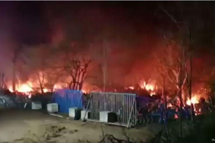 Νέα επεισόδια στον Έβρο: «Εξέγερση» μεταναστών με φωτιές