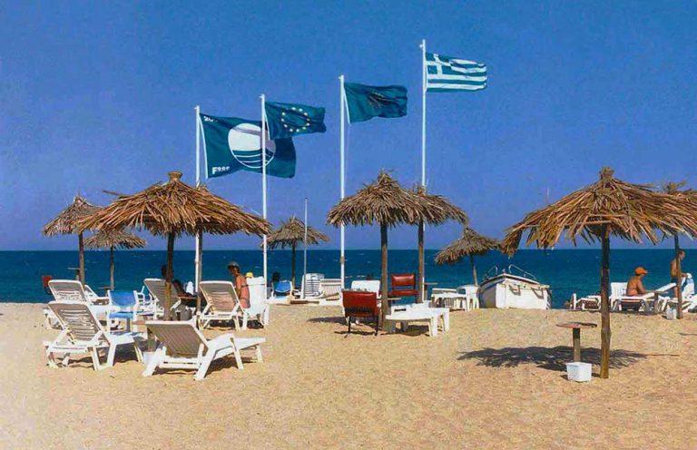 """""""Πρωταθλήτρια"""" και φέτος η Κρήτη στις Γαλάζιες Σημαίες – 117 βραβευμένες ακτές στο νησί – Δείτε πόσες διαθέτει κάθε Νομός"""