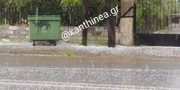 Βροχή και χαλάζι στην Ξάνθη – Ντύθηκε στα «λευκά» η πόλη