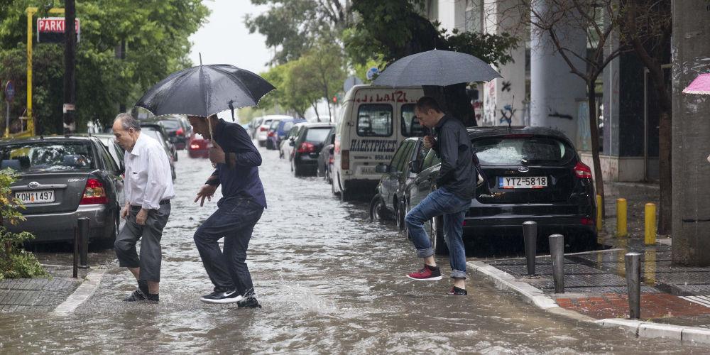 Καιρός: «Ανοίγουν οι ουρανοί» από το μεσημέρι – Έρχονται ισχυρές βροχές και καταιγίδες