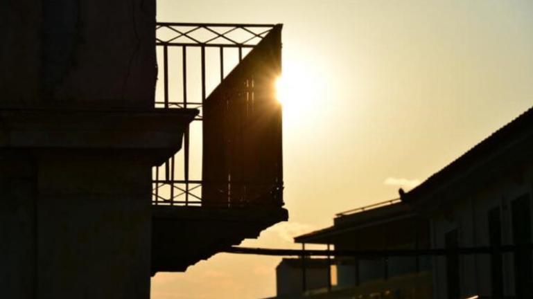 Νεκρός ο 65χρονος άνδρας που έπεσε από μπαλκόνι 4ου ορόφου