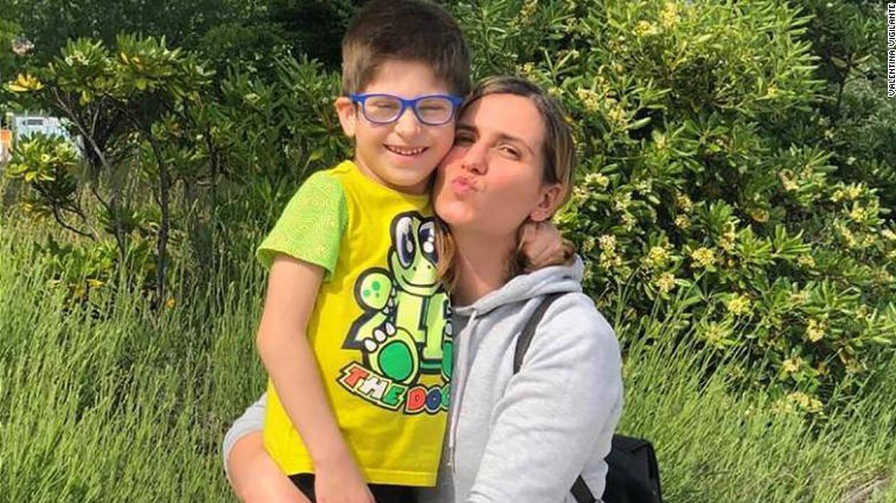 Ένα 6χρονο αγόρι νόσησε με το σπάνιο σύνδρομο τύπου Kawasaki – Η μητέρα του διηγείται