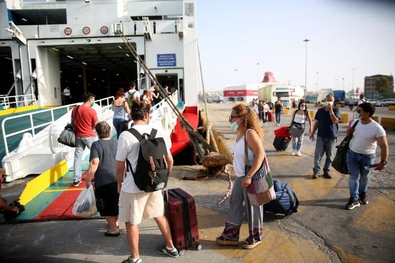 Με αυστηρά μέτρα οι πρώτοι επιβάτες για Κρήτη (φωτογραφίες)