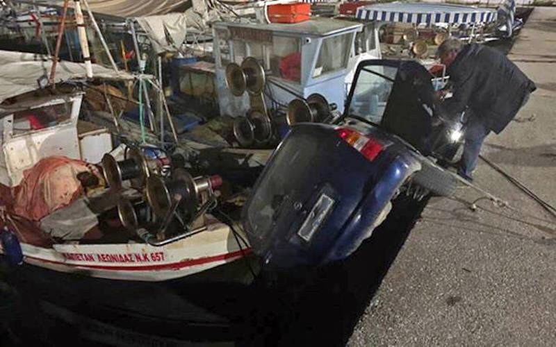 Καβάλα: Πτώση αυτοκινήτου στη θάλασσα – Σταμάτησε πάνω σε καΐκι