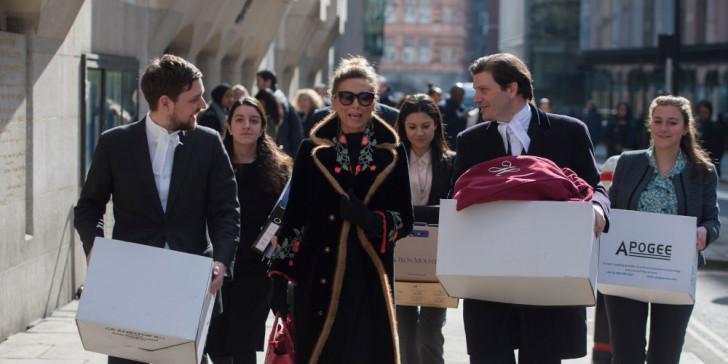 Τιτάνια δικαστική μάχη: Απάτησε τον δισεκατομμυριούχο σύζυγό της και το δικαστήριο της έδωσε 450 εκατ. διατροφή! Εναντίον της και ο γιος της
