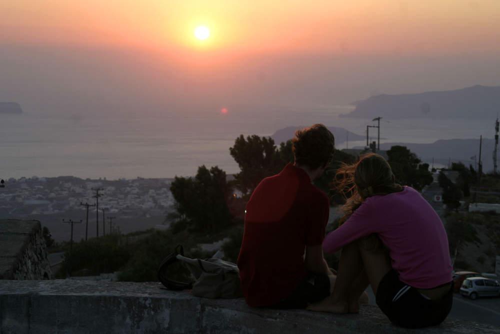 Οι ξένοι αναπολούν τη Σαντορίνη και το reuters μετέδωσε live το ηλιοβασίλεμα