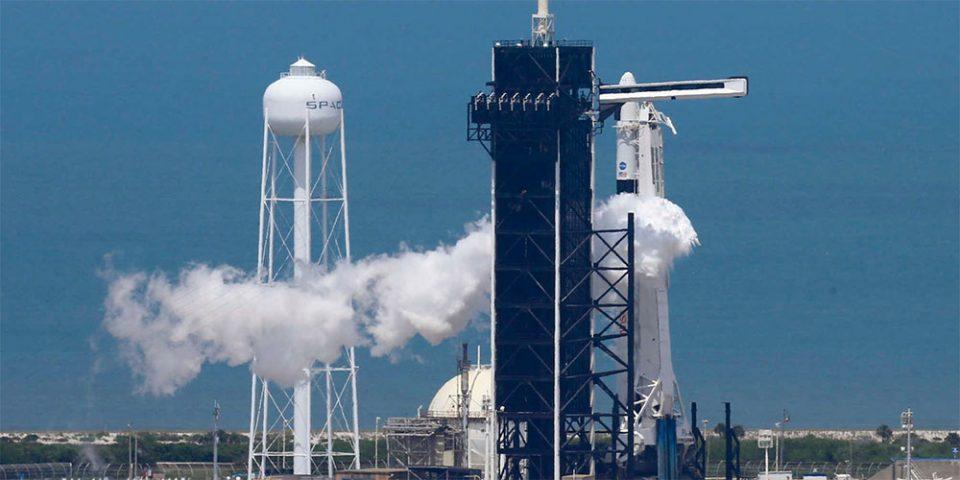 Γράφει ιστορία η SpaceX: Εκτοξεύθηκε η επανδρωμένη αποστολή προς το Διάστημα!