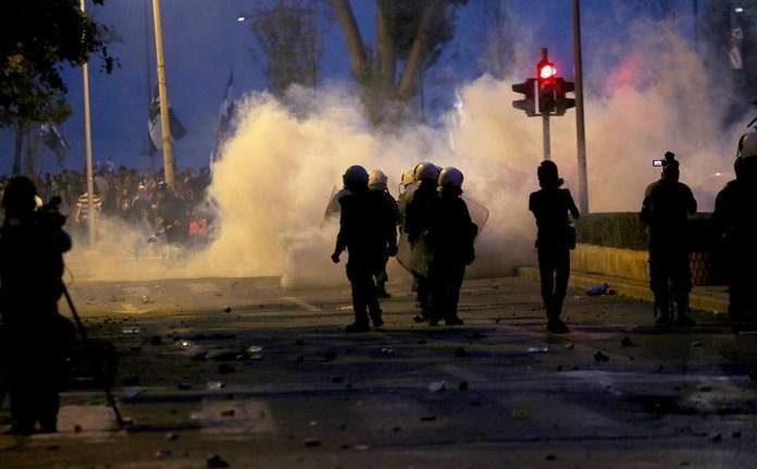 Εκτακτο: Χάος στη Θεσσαλονίκη με επεισόδια και μολότοφ κοντά στο τουρκικό προξενείο