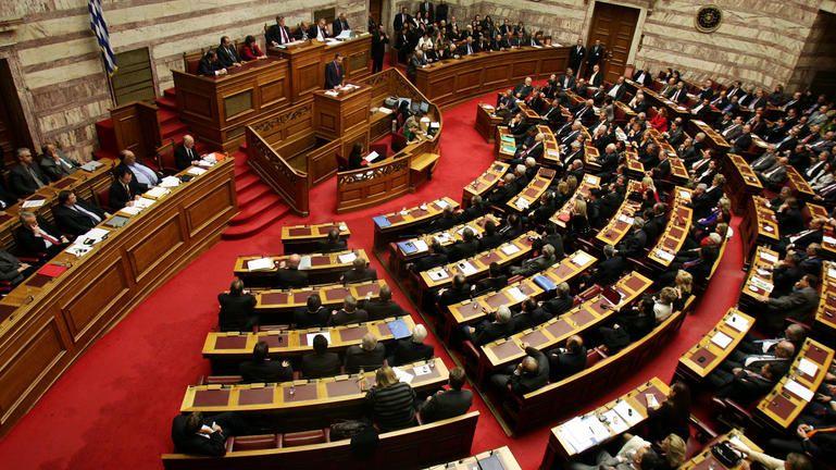 Στη Βουλή ποινική δικογραφία κατά πρώην υπουργών