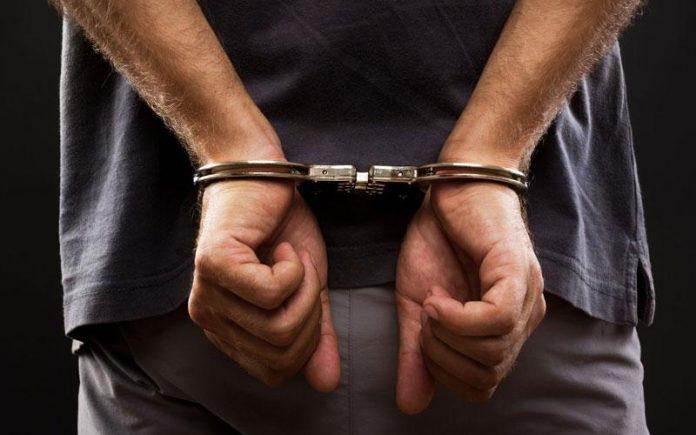 Δύο άτομα συνελήφθησαν για οπλοκατοχή