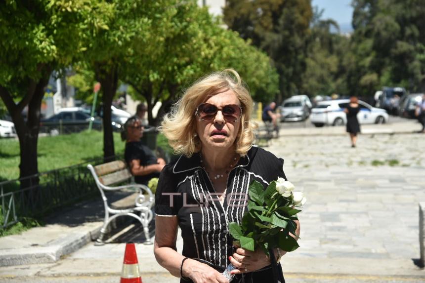 Νίκος Αλέφαντος: Το τελευταίο χειροκρότημα στο Α' Νεκροταφείο – Σήμερα η κηδεία του