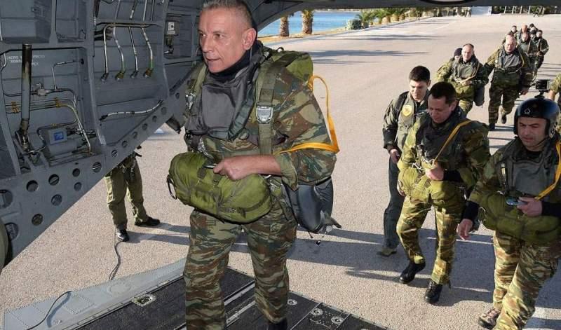 «Ετοιμοπόλεμος» ο Στρατηγός Φλώρος: Αλμα με αλεξίπτωτο πραγματοποίησε ο Αρχηγός ΓΕΕΘΑ (βίντεο)
