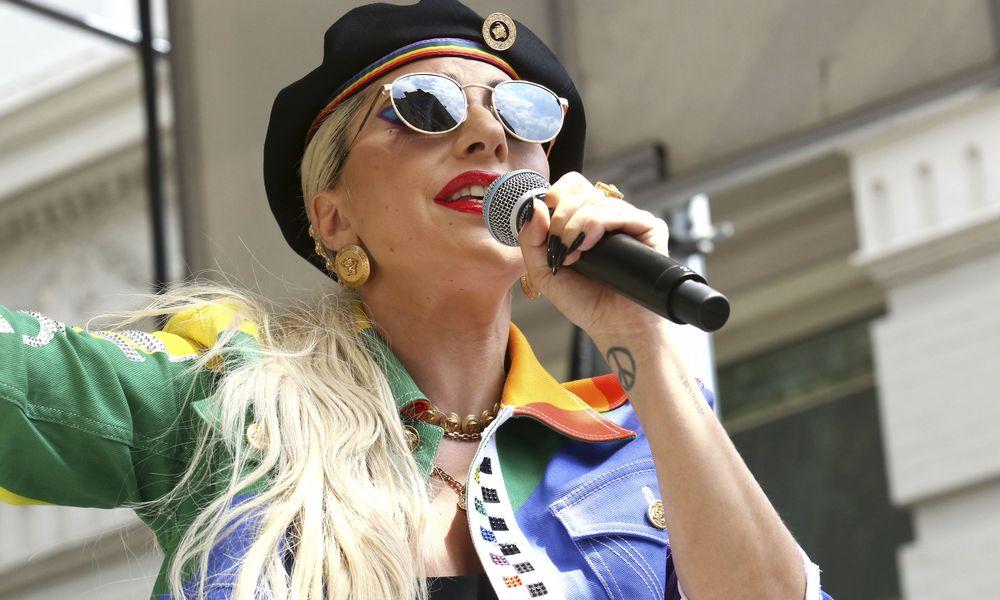 Lady Gaga εναντίον Τραμπ: Ξέρουμε ότι είναι ηλίθιος και ρατσιστής