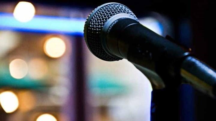 Γνωστός τραγουδιστής άφησε το μικρόφωνο και έγινε αγρότης και ξενοδόχος στην Εύβοια – ΦΩΤΟ