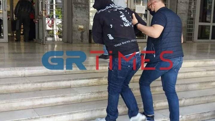 Ομολογία σοκ στη Θεσσαλονίκη: Παραδέχτηκε πως τεμάχισε την 40χρονη και την έκαψε στη σόμπα – ΦΩΤΟ