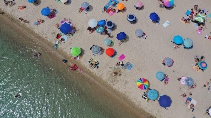 """Βρετανία: Ο Μπόρις Τζόνσον στήνει """"αερογέφυρες"""" με την Ελλάδα – Αντιδράσεις για την καραντίνα των 14 ημερών"""