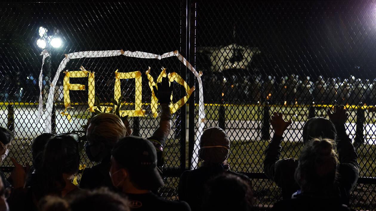 Δολοφονία Φλόιντ: Εντάλματα σύλληψης για τους αστυνομικούς – Άλλαξε το κατηγορητήριο για τον Σόβιν