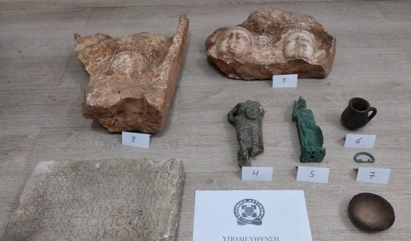 Θεσσαλονίκη: Έκρυβαν αρχαία αντικείμενα στα σπίτια τους