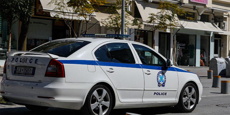 Αστυνομικοί πήγαν να ελέγξουν μπαρ και έφυγαν με… κατάγματα
