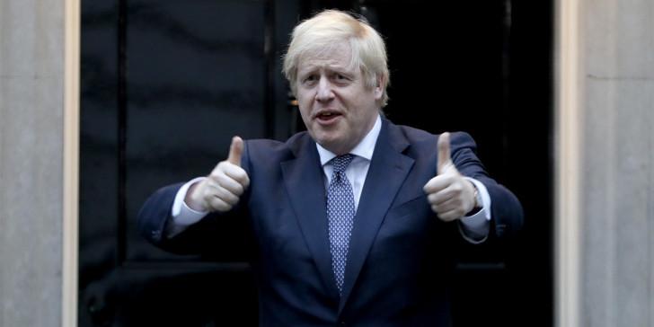 Τζόνσον: «Χαραμάδα φωτός» το βρετανικό φάρμακο για τον κοροναϊό