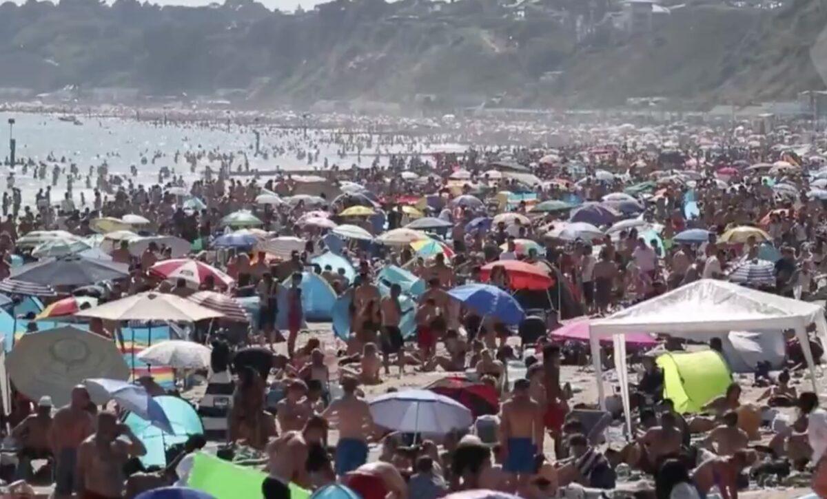 Άβε Μπόρις! Οι μελλοθάνατοι σε χαιρετούν! Απίστευτος συνωστισμός σε παραλίες στην Βρετανία