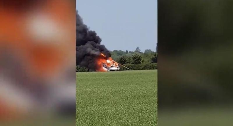 Ελικόπτερο συνετρίβη και τυλίχτηκε στις φλόγες – Ζευγάρι σώθηκε «από θαύμα» (vid)