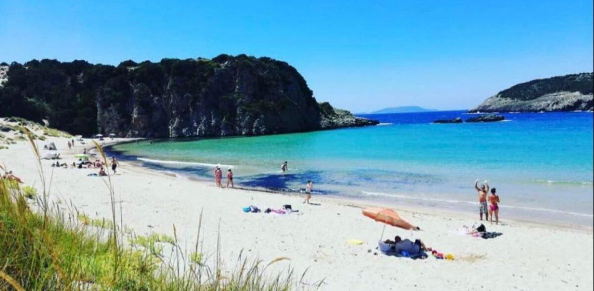 Παρθένα νερά: 3 ελληνικές παραλίες που οι τουρίστες ταξιδεύουν απ' την άκρη του κόσμου για να τις δουν (pics)