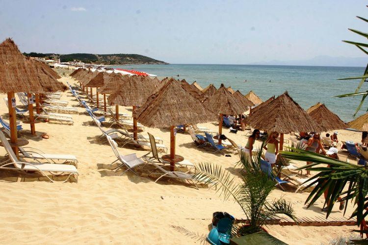 Παπαθανάσης: Τι θα ισχύει για το αλκοόλ στις παραλίες
