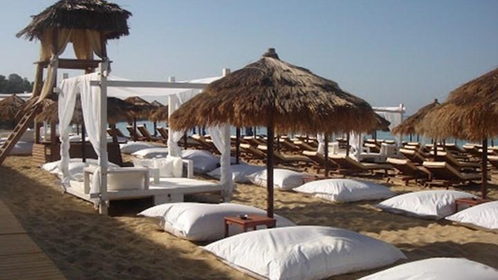 """Νέοι κανόνες για τις παραλίες: """"Ναι"""" στον καφέ, """"όχι"""" στη μουσική – Οι αλλαγές και τα """"τσουχτερά"""" πρόστιμα"""
