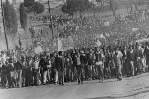 Σαν σήμερα: Η ειρηνική διαδήλωση 15.000 μαθητών που μετατράπηκε σε λουτρό αίματος