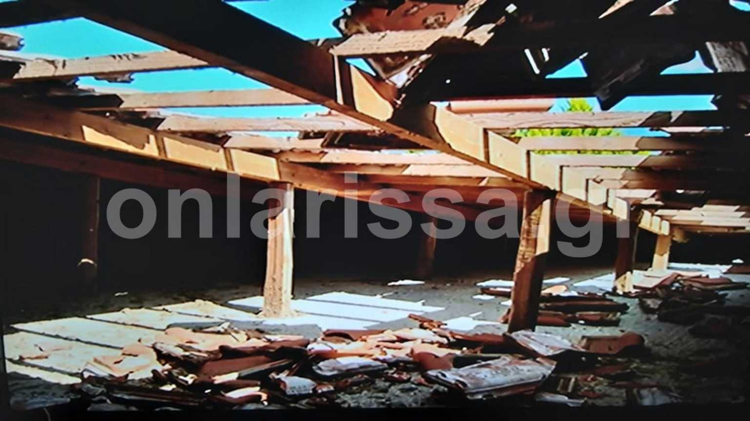 """Λάρισα: """"Αεροσκάφος πετούσε τόσο χαμηλά που διέλυσε το σπίτι μας""""! Εικόνες που προκαλούν ερωτήματα (Βίντεο)"""