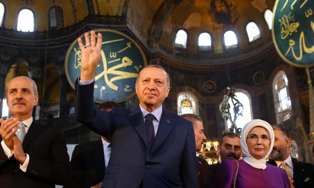 """""""Ουρλιάζει"""" ο Ρ.Τ. Ερντογάν: """"Εσωτερικό μας ζήτημα η Αγία Σοφία"""""""