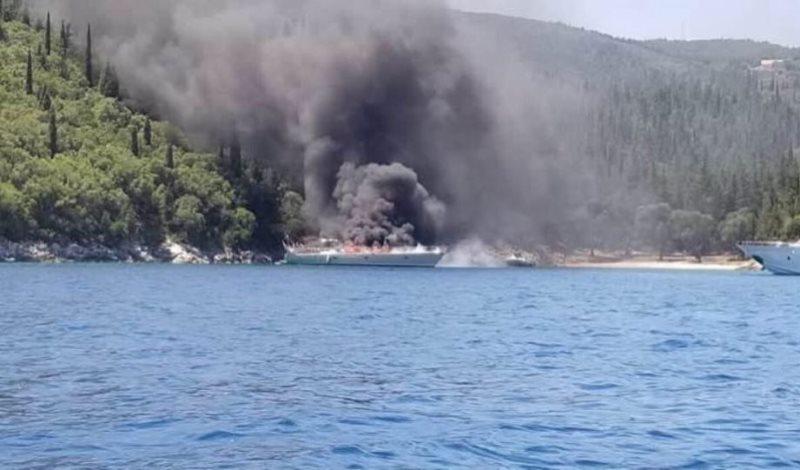Κεφαλονιά: Βυθίστηκε το ιστιοφόρο που τυλίχθηκε στις φλόγες στο Φισκάρδο