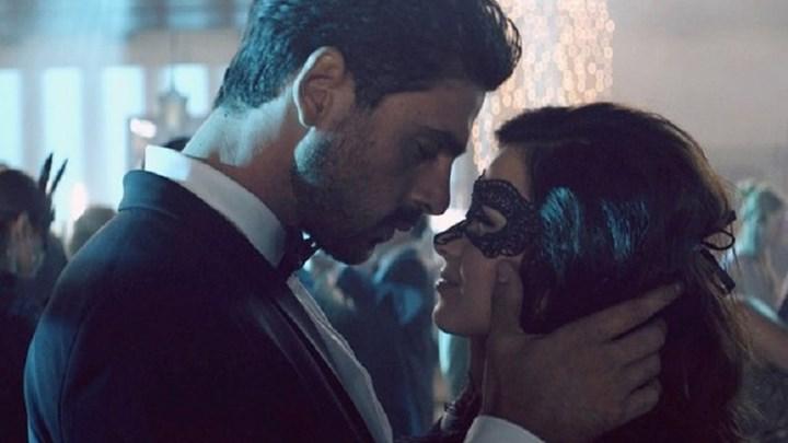 "365 Dni: Η ταινία του Netflix που προκαλεί σάλο – Ο ""καυτός"" Μικέλε Μορόνε και τα πυρά των σινεφίλ – Τα σενάρια για τα σίκουελ"