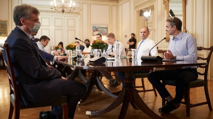 Μητσοτάκης: Μην διστάσετε να σημάνετε συναγερμό για νέα μέτρα – Τι συζητήθηκε στην τηλεδιάσκεψη για τον κορονοϊό