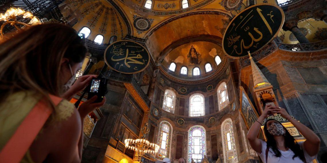 Αγία Σοφία: Έκλεισε για το κοινό το μνημείο – Άρχισαν προετοιμασίες για το τζαμί – Γιατί θα ανοίξει στις 24 Ιουλίου