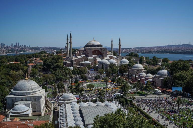 Ελληνικό κανάλι έκοψε τούρκικη σειρά λόγω της Αγίας Σοφίας Ελληνικό κανάλι έκοψε τούρκικη σειρά λόγω της Αγίας Σοφίας 9 Μοιραστείτε