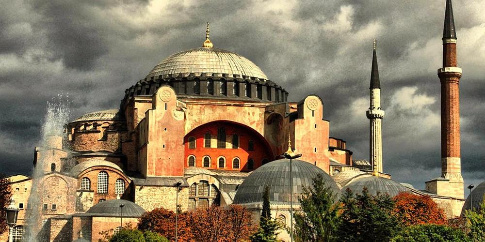 Αγία Σοφία: Διόρισαν δύο ιμάμηδες για… πέντε προσευχές τη μέρα
