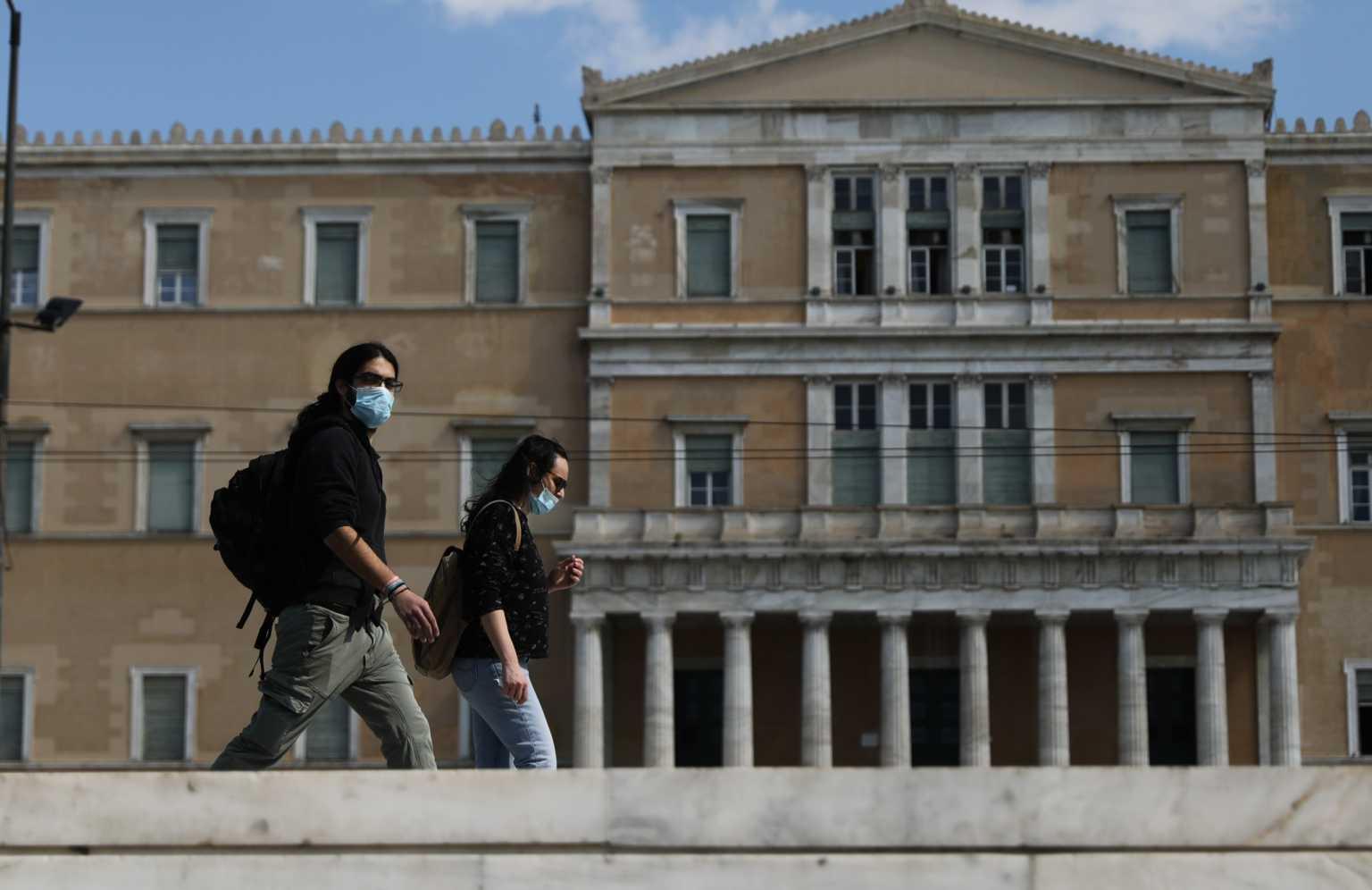 """Μόσιαλος: """"Δεν αντέχουμε να πάμε σε νέο lockdown – Πρέπει να μάθουμε να ζούμε με τον κορονοϊό"""""""