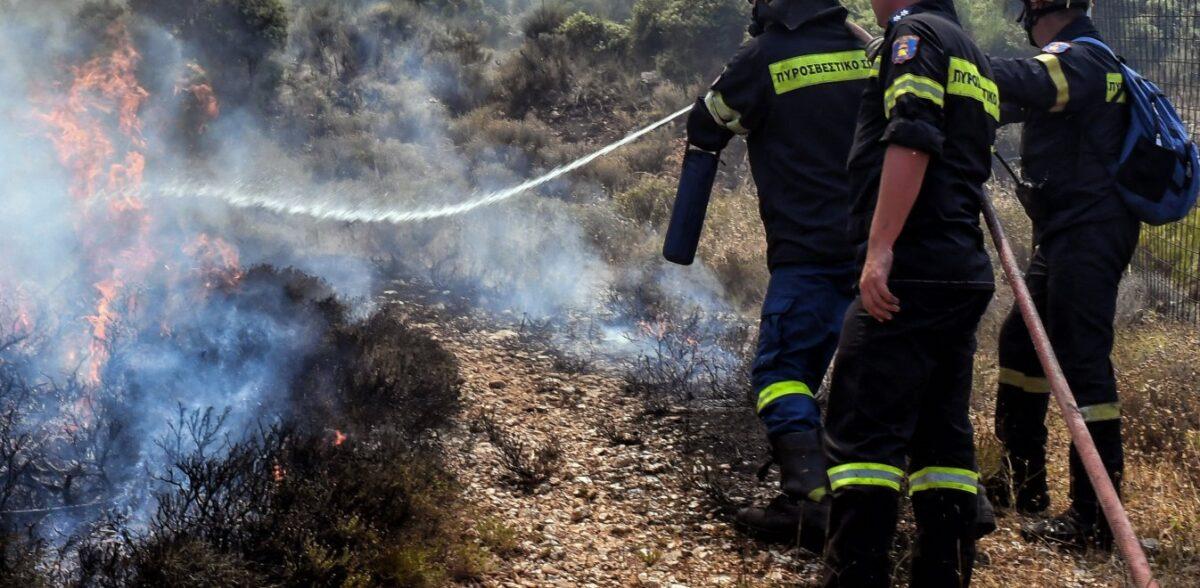 Φωτιά στο Πέραμα: Υπόνοιες για εμπρησμό – Χωρίς ενεργό μέτωπο στο σημείο