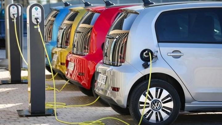 Ηλεκτρικά οχήματα: Οι οκτώ αλλαγές και τα φορολογικά κίνητρα – Τι προβλέπει το νομοσχέδιο