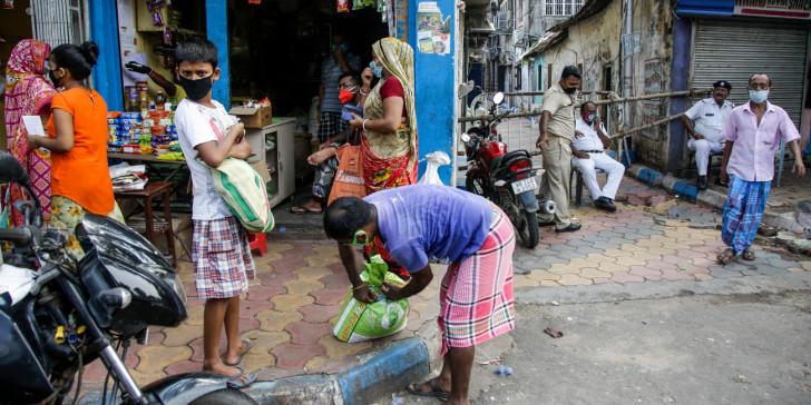 Ινδία-κορωνοϊός: Η Μπανγκαλόρ τίθεται εκ νέου σε lockdown -Πάνω από 23.700 οι νεκροί στη χώρα
